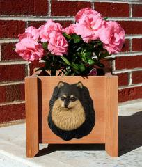 Pomeranian Garden Planter - Black & Tan